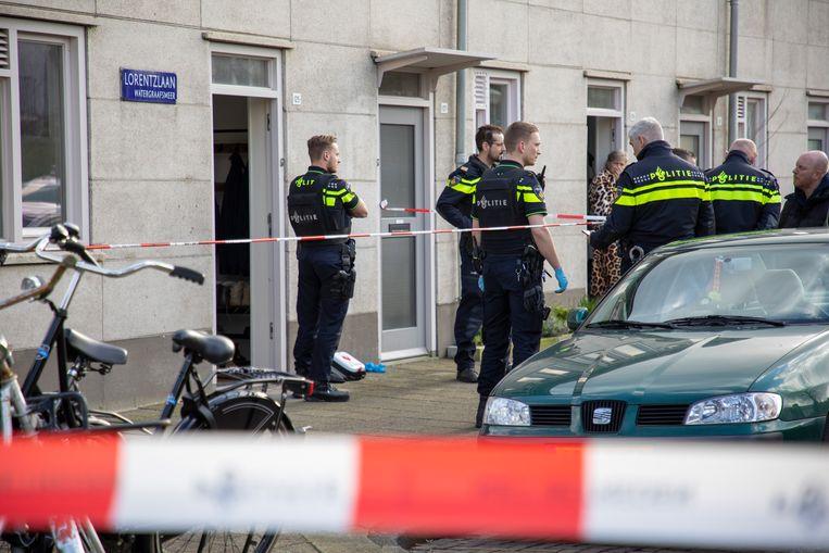 Politieonderzoek in de Lorentzlaan in Amsterdam, waar Joey Uiterwijk op 14 maart van dit jaar per ongeluk werd doodgeschoten. Beeld Michel van Bergen