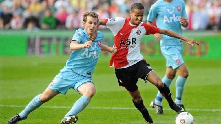 Karim el Ahmadi (M) van Feyenoord in duel met Wout Brama van FC Twente. ANP Beeld