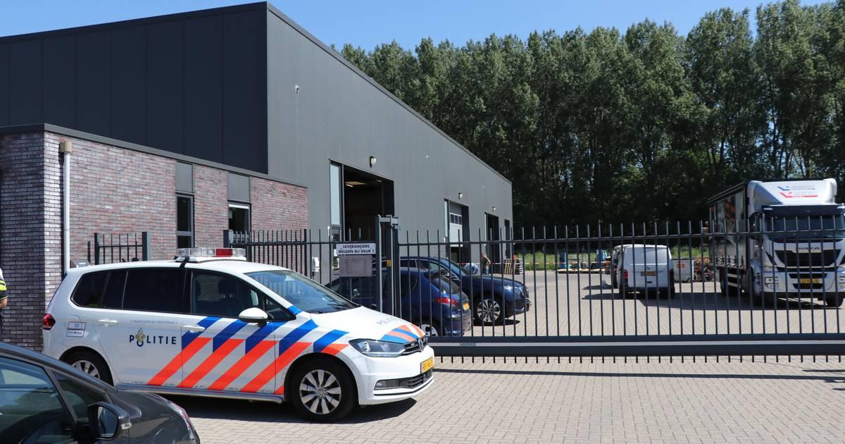 Dode door ongeluk met machine bij bedrijf in Werkendam.