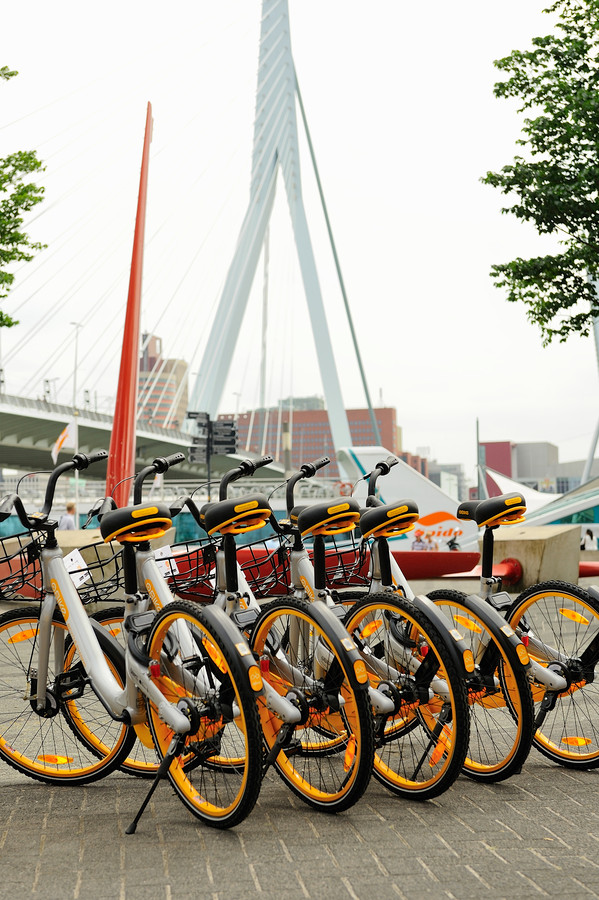 De oBike is een deelfiets zonder vaste stallingsplek, die in Rotterdam wordt geïntroduceerd.