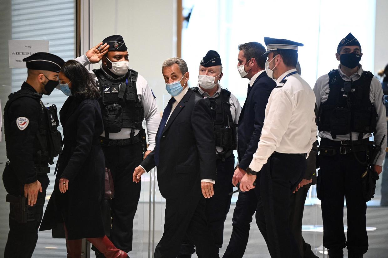 Sarkozy arriveert bij de rechtbank in Parijs. Beeld AFP