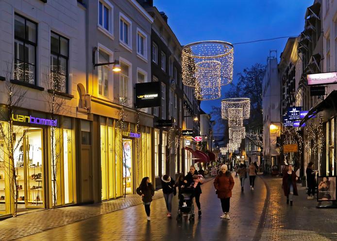 Sfeervol winkelen in binnenstad van Breda, zoals hier in de Veemarktstraat.