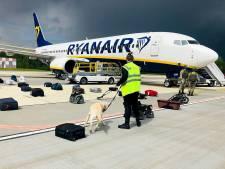 Vliegtuig met Belarussische journalist had 'geheim agenten' aan boord; KLM mijdt luchtruim niet