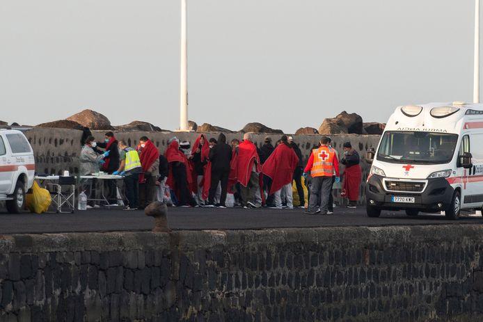 Bootvluchtelingen nadat ze aan land zijn gekomen in Lanzarote. Foto ter illustratie.