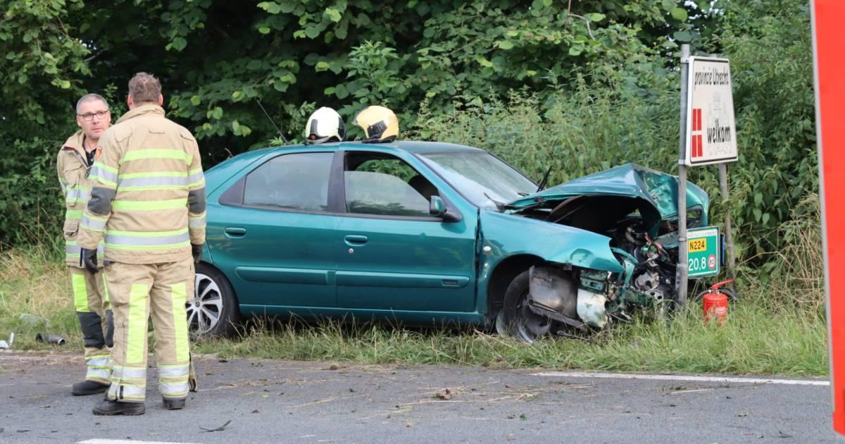Automobilist raakt gewond bij ongeluk op exacte grens van provincies Utrecht en Gelderland.