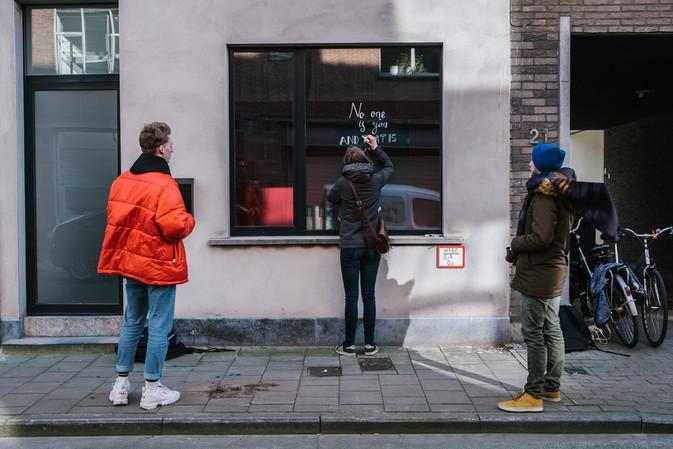 Foto van Gentenaren schreeuwen hun liefde van de ramen