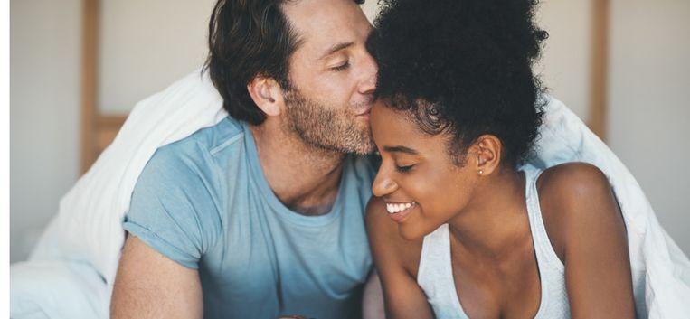 Zit je relatie in een dipje? Zó gebruik je de vakantie als een relatie-boost