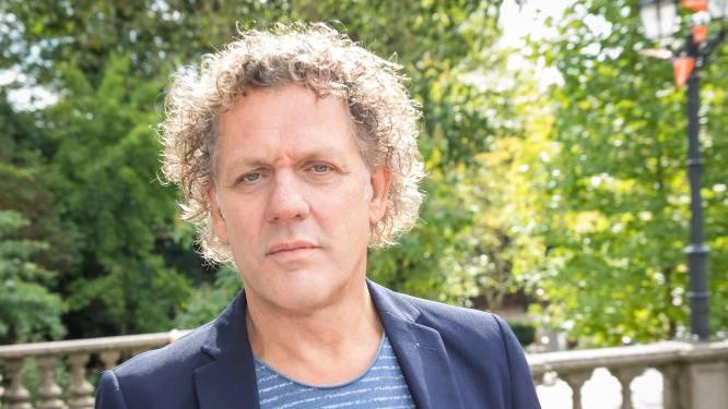 Kees van der Spek: 'Liever rechtop sterven dan op mijn knieën leven' staat op kuit Peter R getatoeëerd