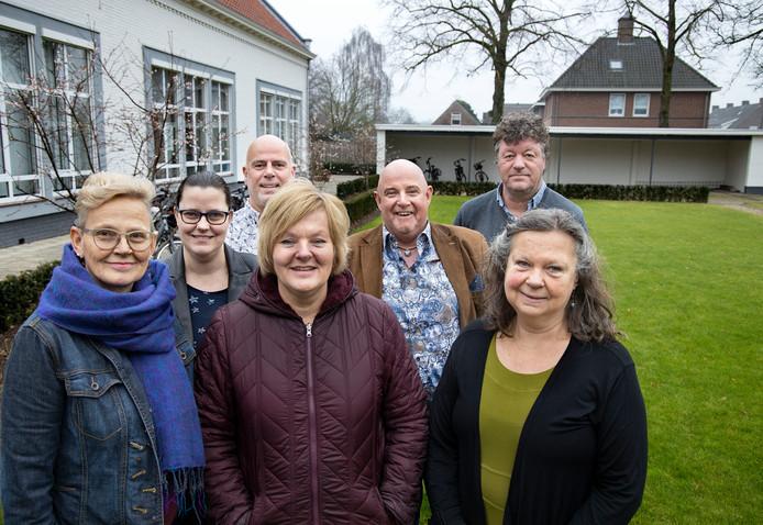 Op de foto de vrijwilligers van Samen Sterker: Marian Brouwers, Chantal Lafort, Alex Davidse, Diana Franssen, Roland van den Nieuwenhuijzen (Markieza), Jeroen van Heel (GGzE) en Yvonne van Gemert (vlnr).