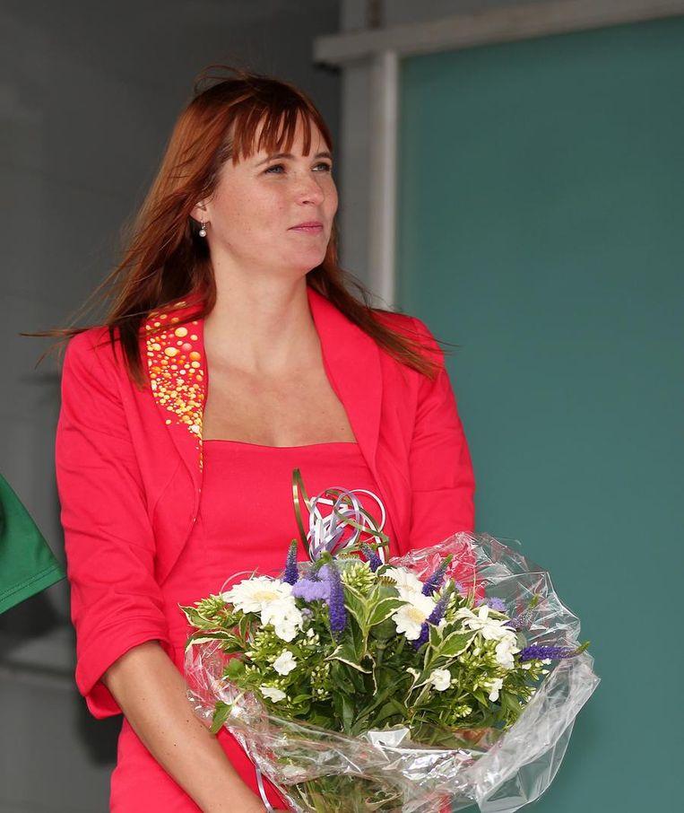 Jasmine Vangrieken, de levensgezellin van Johan Vansummeren, fleurde het podium op. Beeld BELGA