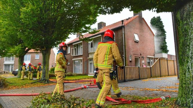 Geen gewonden bij uitslaande brand in twee-onder-een-kapwoning in Reusel, meerdere honden gered