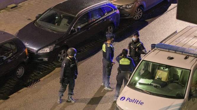Politie legt lockdownfeestje stil: één feestvierder dreigt vast te komen zitten op het dak en geeft zichzelf dan toch maar aan