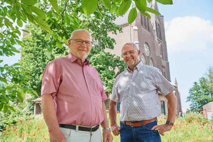 V.l.n.r. Scheidend voorzitter  Willy vd Steijn en de nieuwe voorzitter Theo Jacobs van de KBO Dinther.