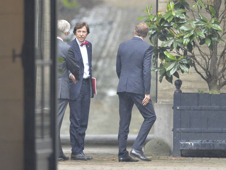 PS-voorzitter Elio Di Rupo bij Koning Filip. Beeld BELGA
