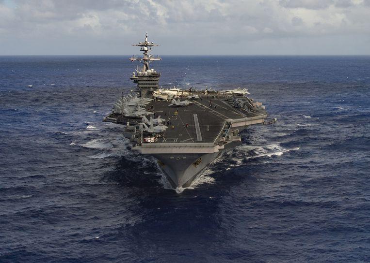 Zaterdag werd aangekondigd dat het vliegdekschip USS Carl Vinson koers heeft gezet naar het Koreaanse schiereiland. Beeld REUTERS