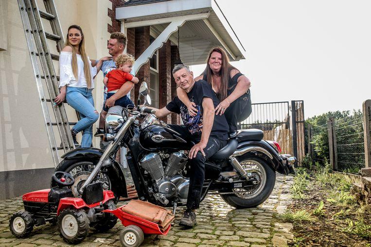 Filip en Anja met Kim, de zoon van Anja en hun gezin.