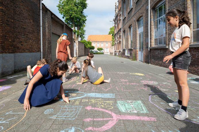 BORNEM Op 'het slot van de Gekke week' bij OLVP mogen de kinderen de stoep krijten