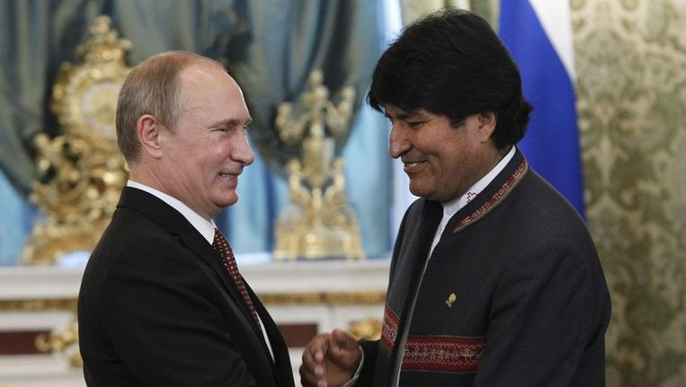 De Boliviaanse president Evo Morales woensdag op bezoek bij zijn Russische ambtsgenoot Poetin. Beeld afp