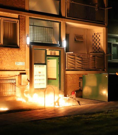 Scooter gaat in vlammen op aan de Schoutendreef