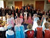 Kinderen tekenen huwelijksakte in Bemmel