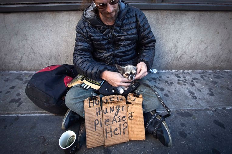 Een dakloze man in New York. Beeld REUTERS