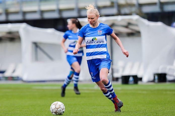 Kely Pruim blijft nog zeker een jaar bij PEC Zwolle Vrouwen.