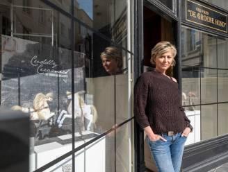 """'Luistervitrines' van Sigrid toveren lege etalages om tot minikunstexpo: """"Op termijn komt er een kunstroute langs de vitrines"""""""