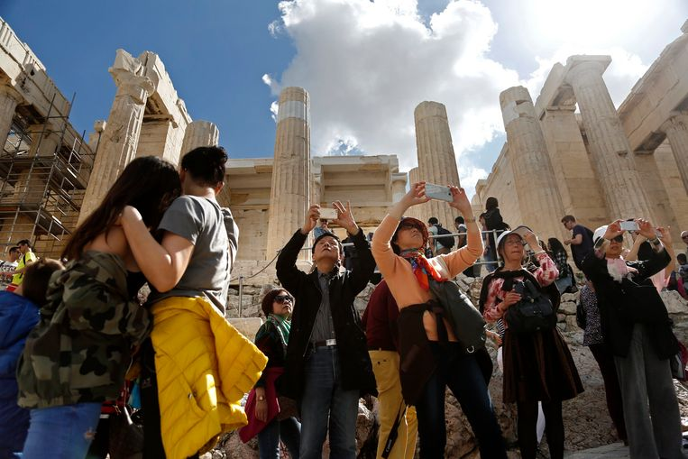 Toeristen bij de Acropolis Internationale Monumentendag vorige maand. Beeld EPA