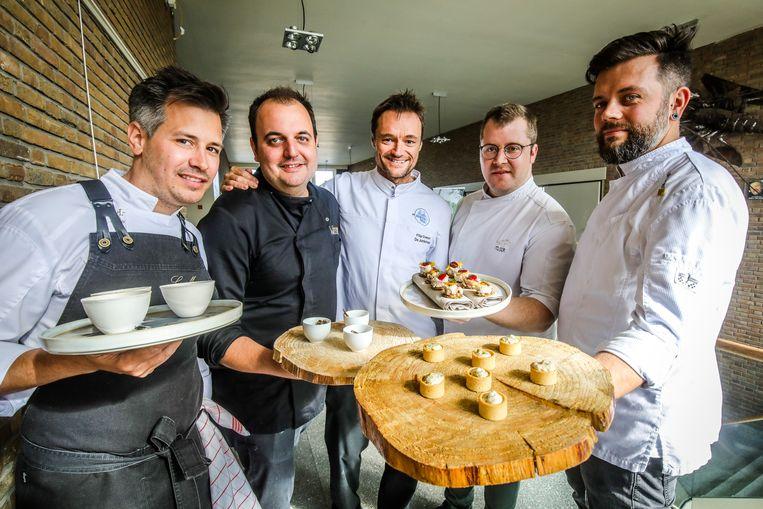 Chefs Food Front Nieuwpoort Nikolaï Bruynsteen (La Muse), Wibo Lemmens (De Wasserette), Antoine Rabaut (Feu D'Or) en Mattias Maertens (Mbistro) samen met Northseachef Filip Claeys (midden).
