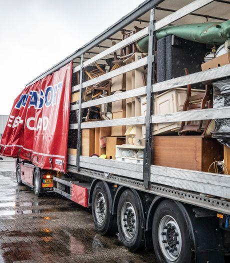 Vrachtwagen vol met Twentse huisraad naar Limburg voor overstromingsslachtoffers