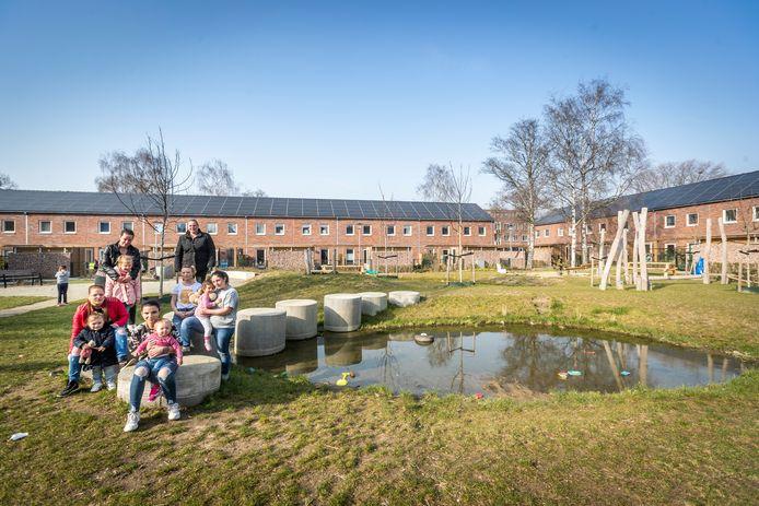 De binnentuin tussen de Pieter Calandstraat en Leeghwaterstraat in Eindhoven is aan het verloederen. De buurtbewoners voelen zich niet gehoord.