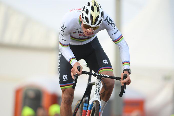 Mathieu van der Poel geeft gas.