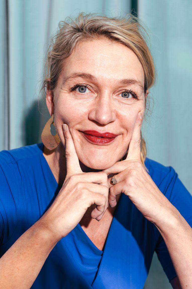 Stella Bergsma: 'Niets is zo terminaal treurig als een eenzame vrouw. Mocht ik alleen door het leven gaan, zou ik wellicht niet het lef hebben om te schrijven wat ik schrijf.' Beeld Damon De Backer