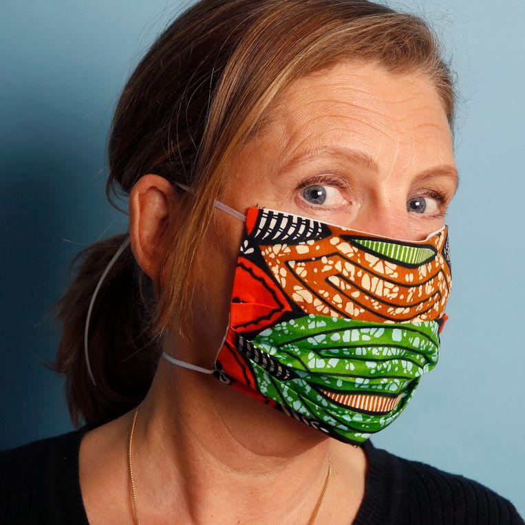 Zelfgemaakt mondkapje volgens een patroon van de Belgische overheid. Beeld Studio V