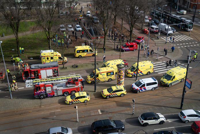 Er waren meerdere ambulances ter plaatse, omdat passagiers rook hadden ingeademd.
