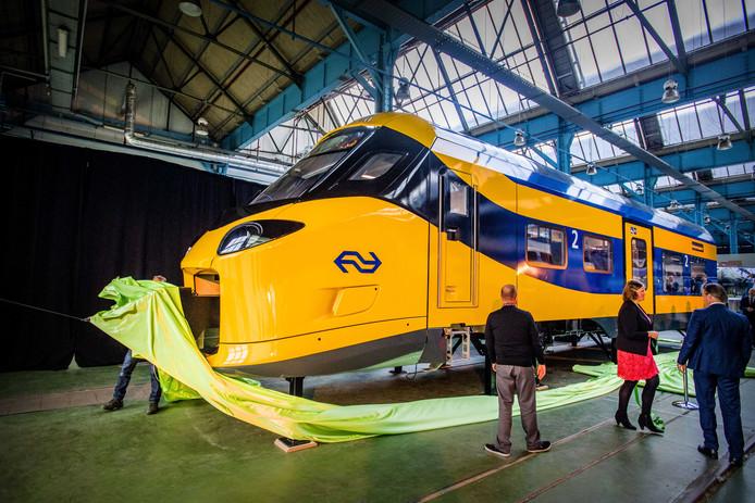 De NS onthult een schaalmodel van de Intercity Nieuwe Generatie.