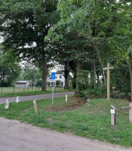 Rielse buurt Het Hoefke komt oude belofte na: het kruisbeeld is gered