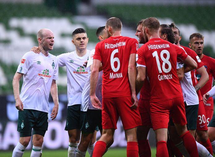 Opstootje in de eerste wedstrijd  tussen Werder Bremen en Heidenheim (0-0).