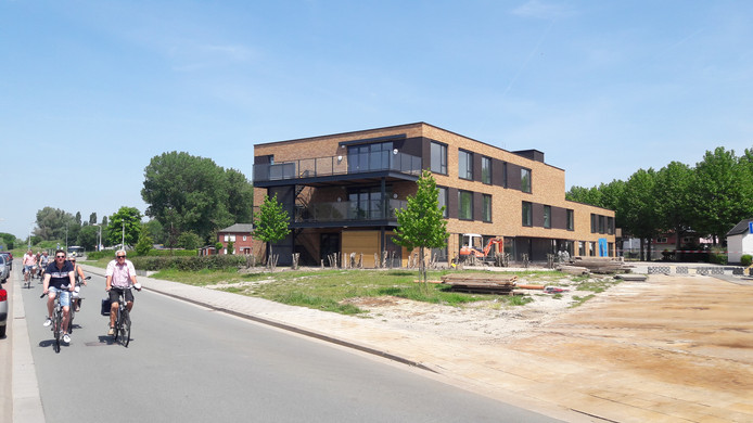 Het nieuwe De Redoute aan de Canadalaan in Sas van Gent, op de foto nog in aanbouw.