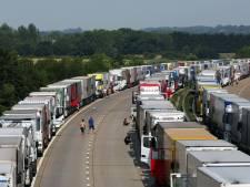 Lange rijen vrachtwagens door nieuwe staking Calais