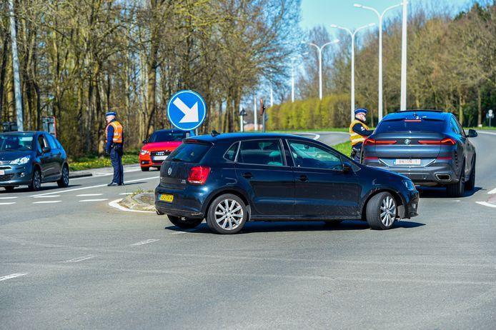 21-03-2020 - Essen - Foto: Pix4Profs/Peter Braakmann - Belgische Politie controleert auto die de grens over willen