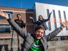 Na tweeënhalve maand 'huisarrest' zien scholieren weer eens een docent in levende lijve