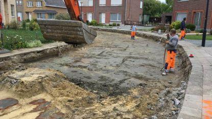 Beekveld krijgt nieuw wegdek: klinkers worden vervangen door asfalt