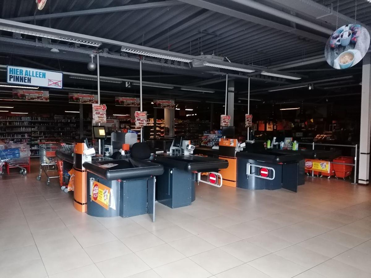 De Coop in Gendt was dicht vanwege de stroomstoring. Even voor 13.30 kon de winkel weer open.