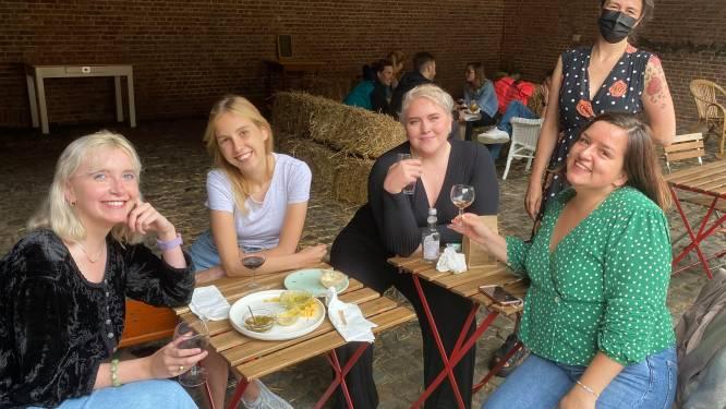 """Bar Jeanne opent deuren: """"Mensen vakantiegevoel in Vilvoorde bezorgen"""""""