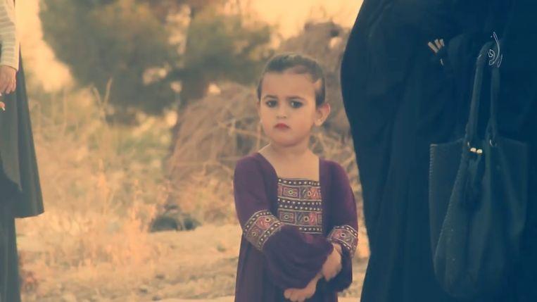 Yasmine is te zien in een propagandavideo die is opgenomen tijdens het Suikerfeest.