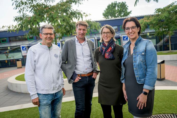 De vier initiatiefnemers van Ouder Academie van Twents Carmel College. vlnr: Jan van der Wel, John Pieter Aalders, Patricia Strohm en Karin Oude Oosterik.