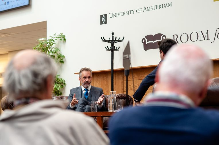 Een aandachtig publiek voor Jordan Peterson, aan de Universiteit van Amsterdam. Beeld BELGAIMAGE