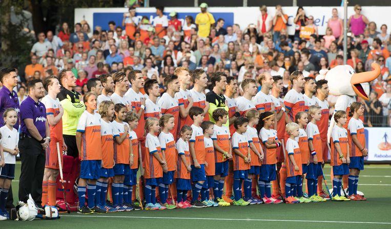 De line-up van het mannenhockeyteam tijdens de halvefinalewedstrijd Nederland-Engeland bij de Rabo EuroHockey Championships in 2017.   Beeld ANP