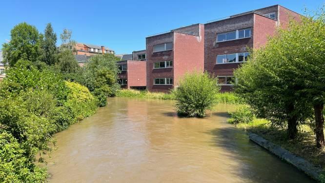 """Wateroverlast in wijk Kwade Hoek onder controle maar Dijle in centrum staat nog steeds hoog: """"Speciale pompwagen van de Civiele Bescherming laten aanrukken"""""""
